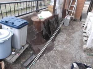 駐輪場の屋根の破片です