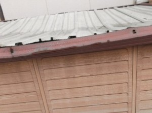 1 物置が屋根から落ちた雪で壊れました。