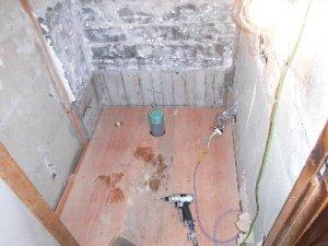 4 工事中 床下地