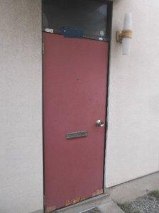 1 工事前 ドア下が剥げてきています。