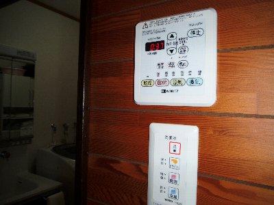 3 リモコンスイッチで暖房、衣類の乾燥、夏には涼しい風、今までの換気の全てをタイマーが時間が設定できるのも便利です