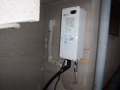 4 ガスで直ぐに暖かいくするのは屋外にある熱源器があるからです。