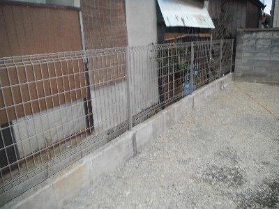 工事後  奥にはフェンスを付けました。