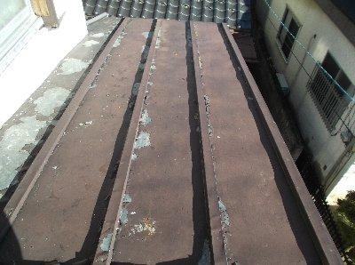 1 工事前 屋根の塗装がはげかけていました