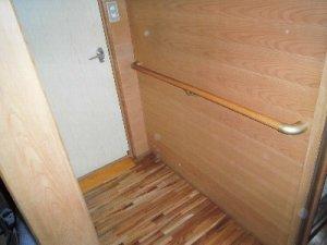 6 工事後 トイレ入口の手すりと段差解消
