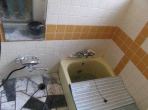 3 工事後 シャワー水栓の古い配管にキャップをして、新たに配管をしました。