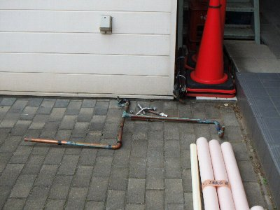 2 工事中  漏水していない配管も錆がいっぱいでした