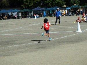 代表リレーで最後まで一所懸命に走った娘に去年よ利成長した姿を感じました。