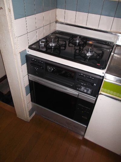 新しいコンロとオーブンはやはりいいですね