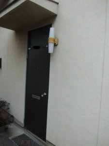 2 工事後 ドアが新しくなりこれで安心、色もきれいです。