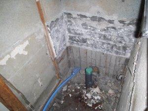 3 工事中 タイルの床・壁を解体