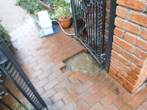 5 工事完了 埋め戻して漏水が直ったことをお客様と確認しました。